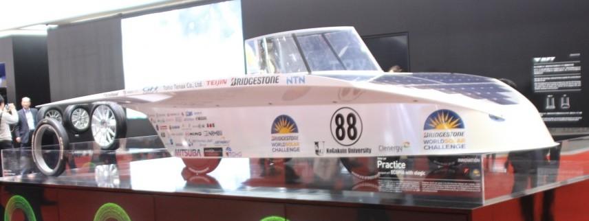 世界的なソーラーカーレースに、低燃費タイヤ「エコピア・ウイズ・オロジック」を装着して参戦したマシン