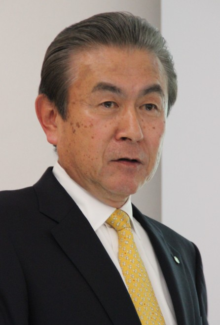 主な活動を紹介する関山社長