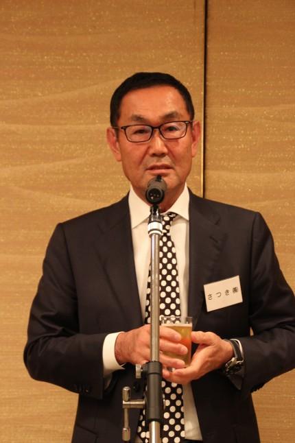乾杯の発声をする祖父江一郎理事長