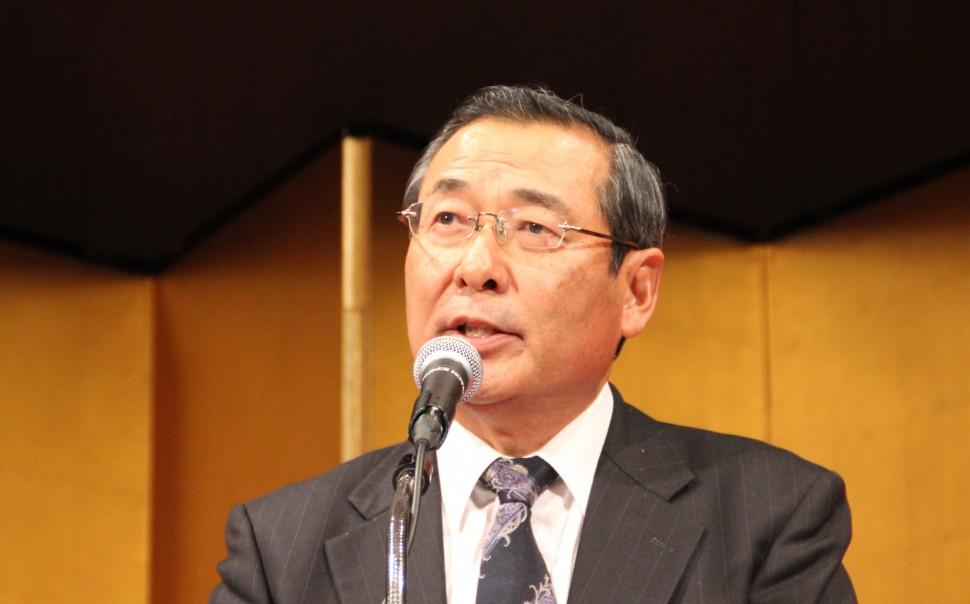 抱負を述べる藤岡会長