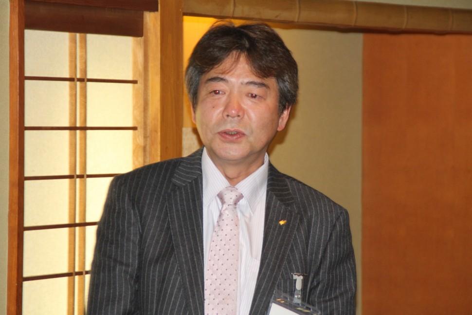 ゴム業界の発展に寄与すると強調する杉本会長