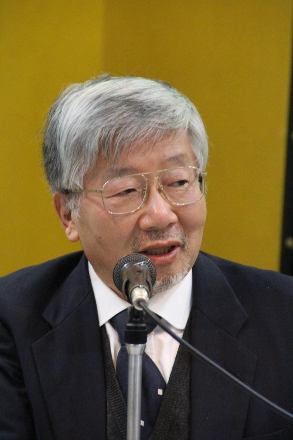 ゴム産業の展望について述べる藤井会長