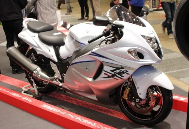 バトラックス・ハイパースポーツS21を装着したスズキ「隼」