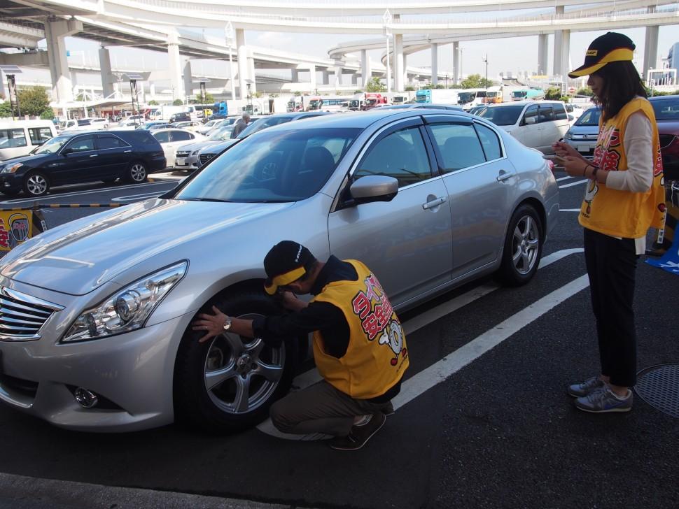 タイヤ点検活動の様子(2015年)
