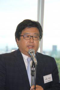 就任にあたりあいさつした中澤新会長