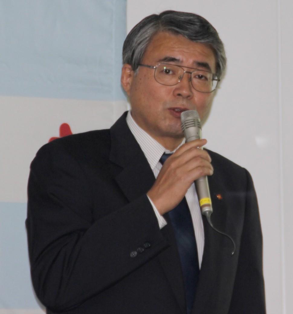 中計を発表する山本社長