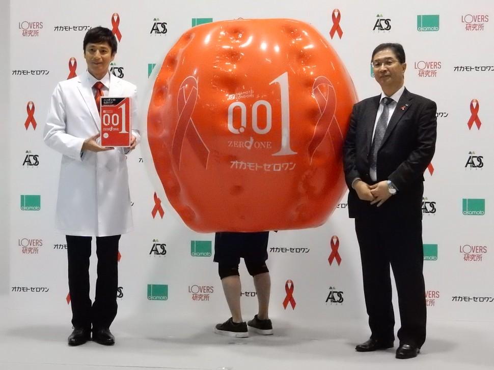 登壇した池田佳司常務取締役とLOVERS研究所所長のチュートリアル徳井氏