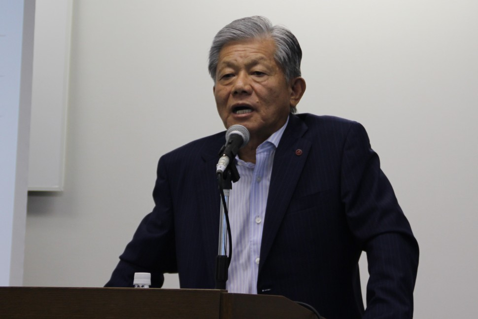 中計の進捗状況を説明する長坂社長