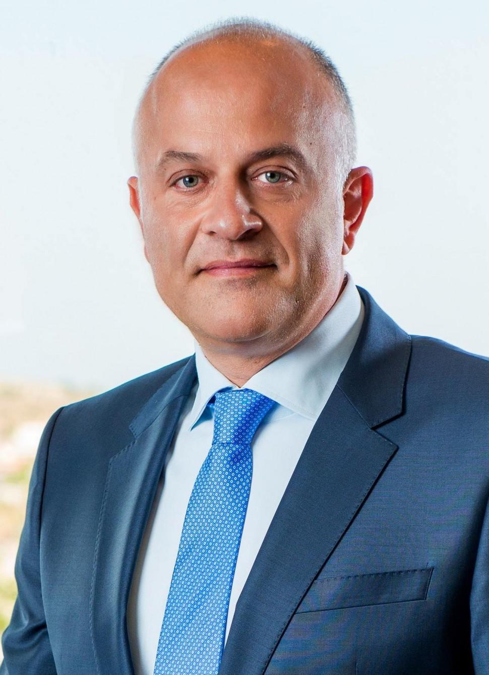 パパダコス新代表取締役社長CEO