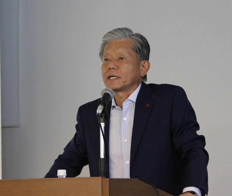 カー黒事業の現状を説明する長坂社長