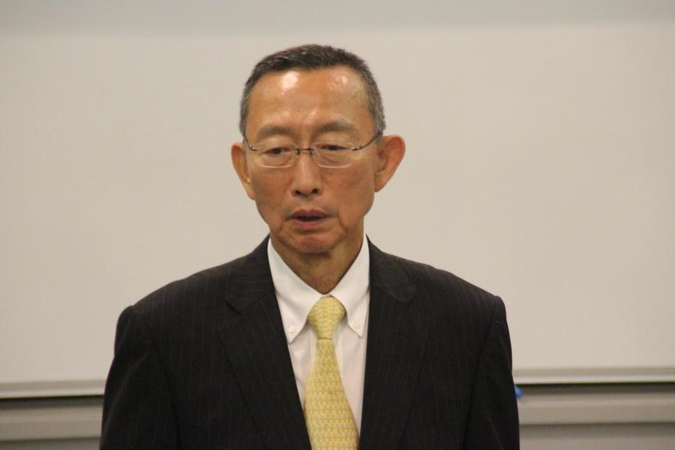 中小企業の今後について講演する松本講師