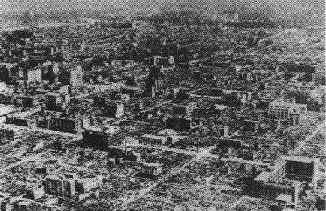 終戦直後、廃墟と化した東京