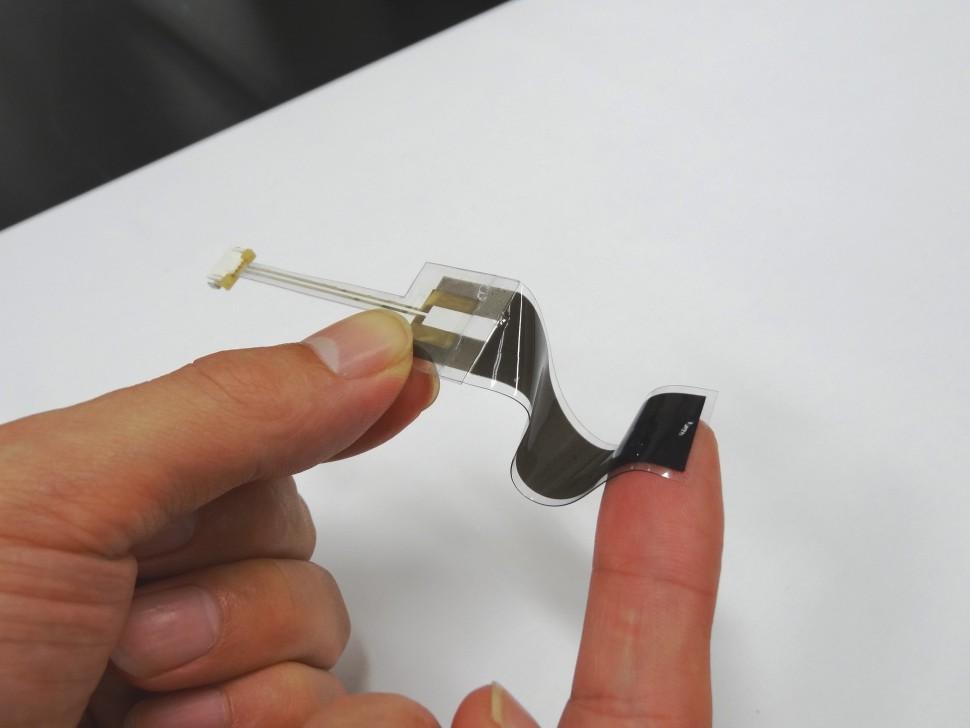 伸縮性ひずみセンサ