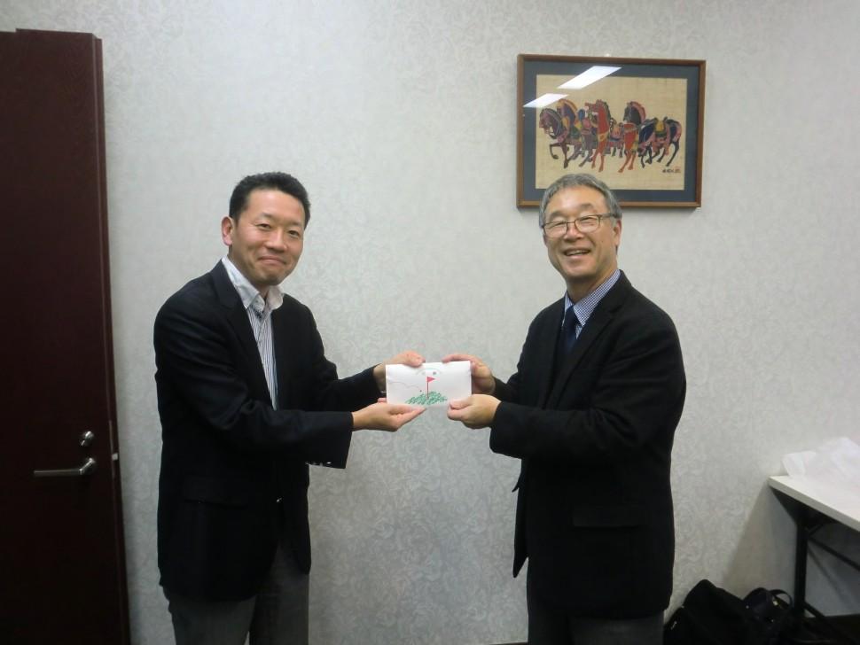 左・優勝の斎藤邦彦氏、右・新発田会長