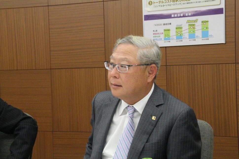 決算内容を説明する新田社長
