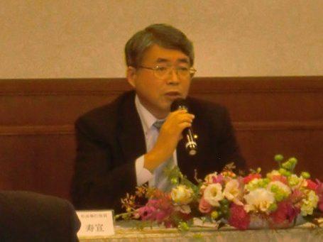 中計の進捗状況を説明する山本社長