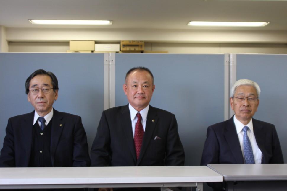 左から永田副理事長、山上理事長、小杉副理事長