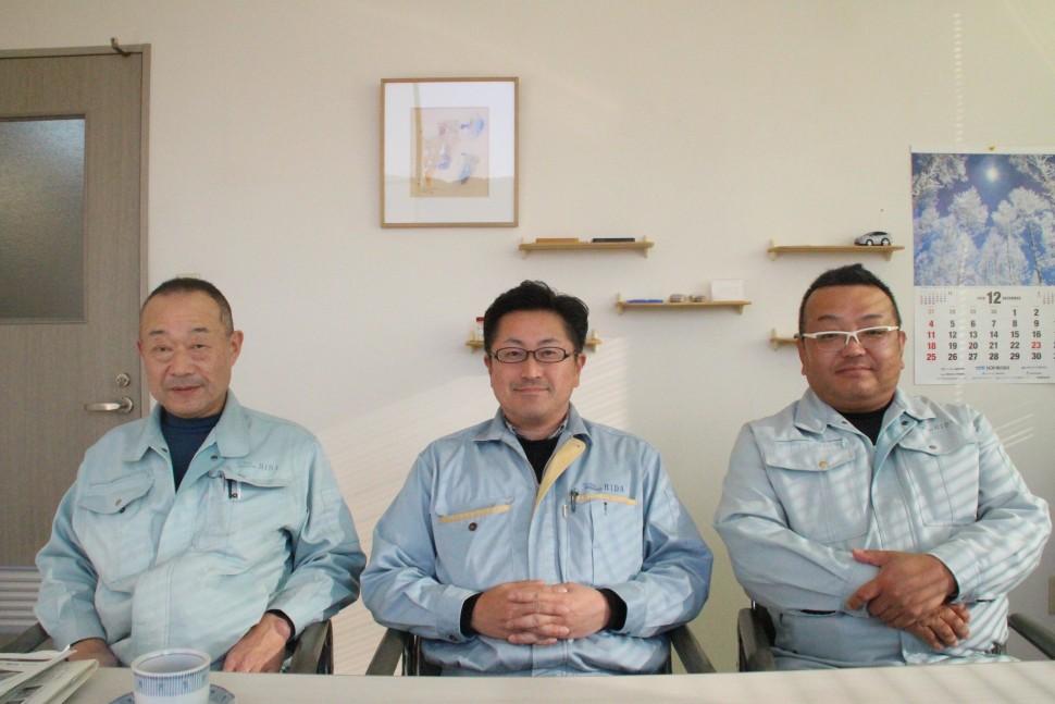 左から佐久間執行役員、肥田社長、荒田執行役員