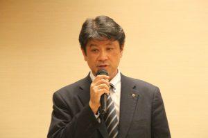 乾杯の発声する菅谷副会長