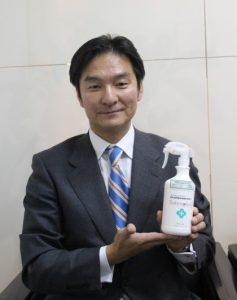 キャンペーンで追加されたセイバープラスをPRする小澤社長