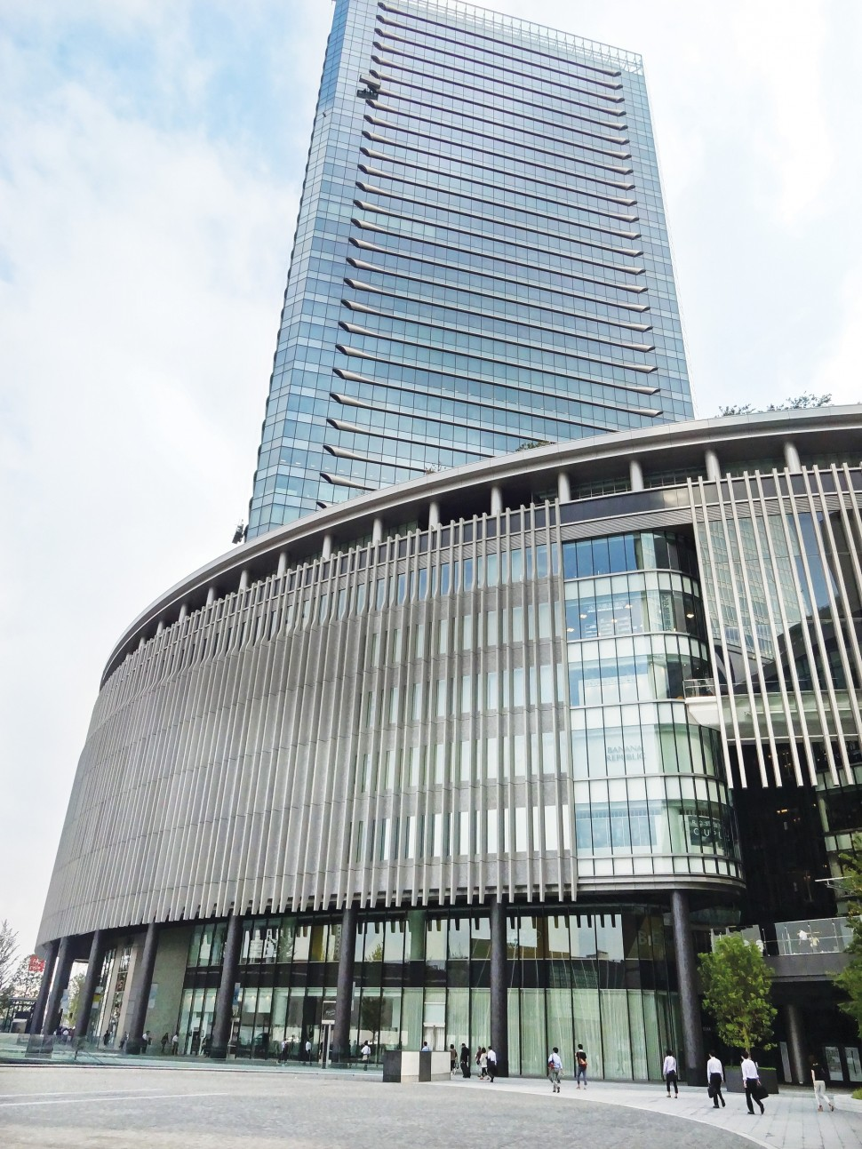 ランクセスのコンクリート着色剤を採用した「グランフロント大阪」