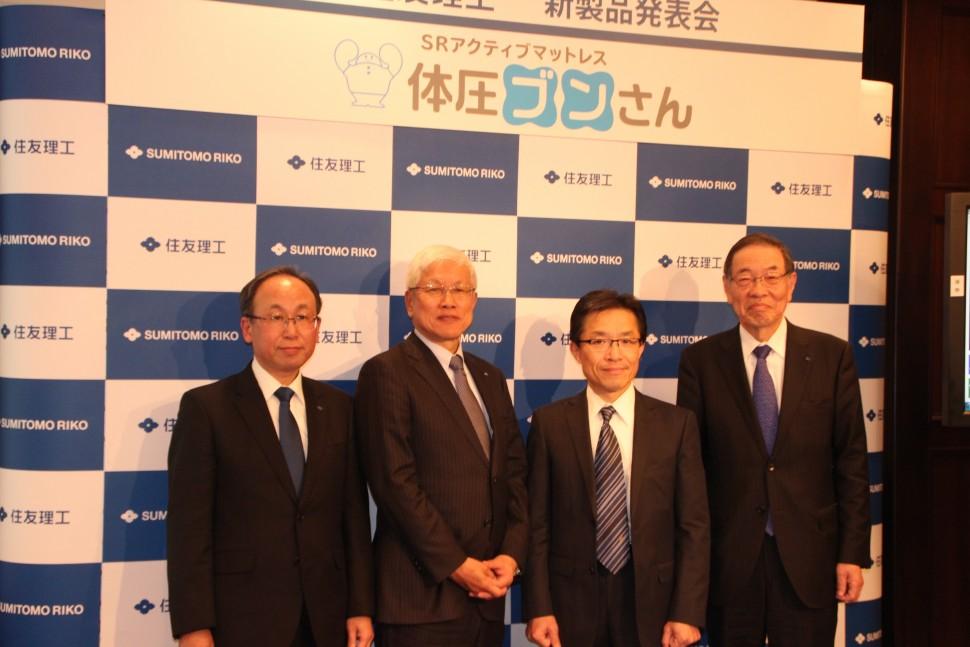 左から大橋役員、松井社長、高杉氏、西村会長