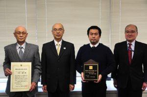 左から平井会長、青木区長、平井社長、武者葛飾ゴム工業会会長