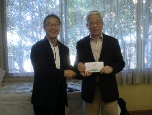 右・優勝の野田氏、左・新発田会長