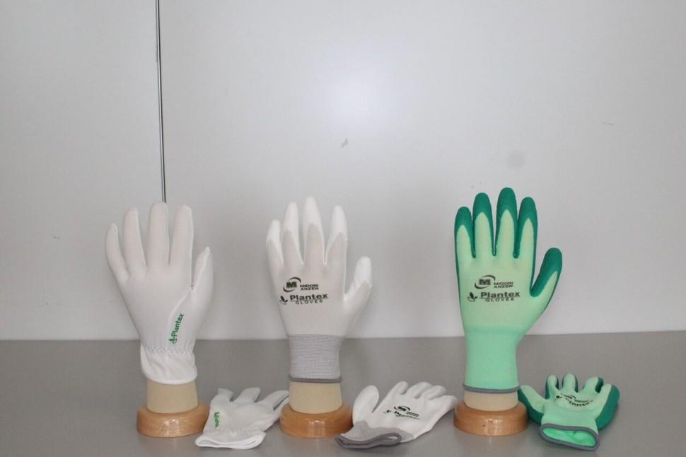 プランテックスシリーズ(左からスムスゴム入り、ウレタン背抜き、天然ゴム背抜き)