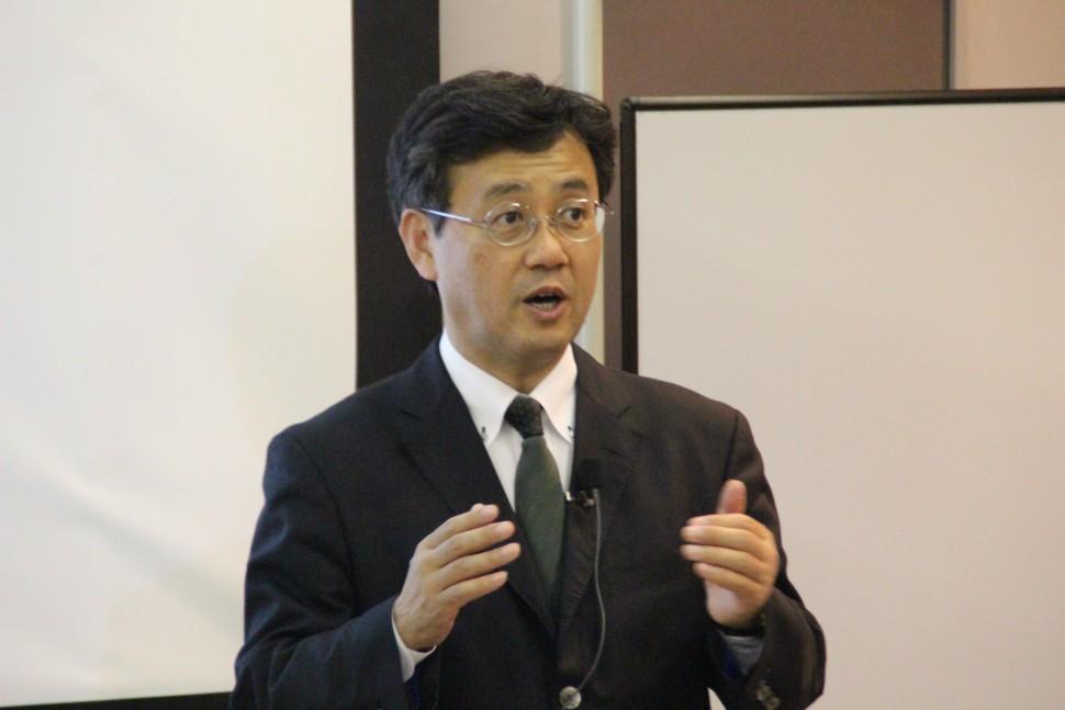 講演する山田教授