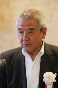商品展示会を開催すると述べた冨田理事長