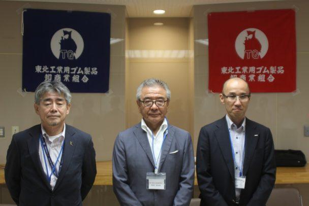 左から安倍副理事長、冨田理事長、小田原事業部長