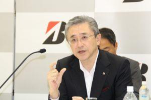 決算内容を説明する江藤執行役副社長
