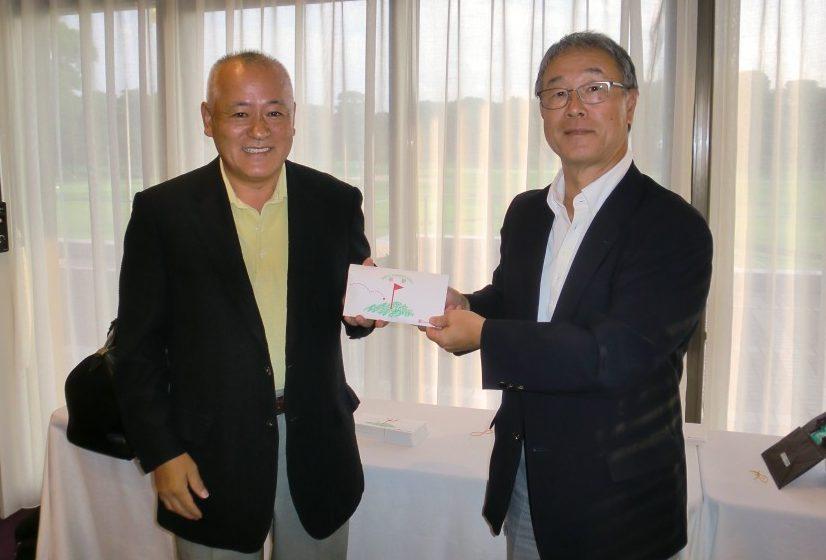 左・優勝の五十嵐氏、右・新発田会長
