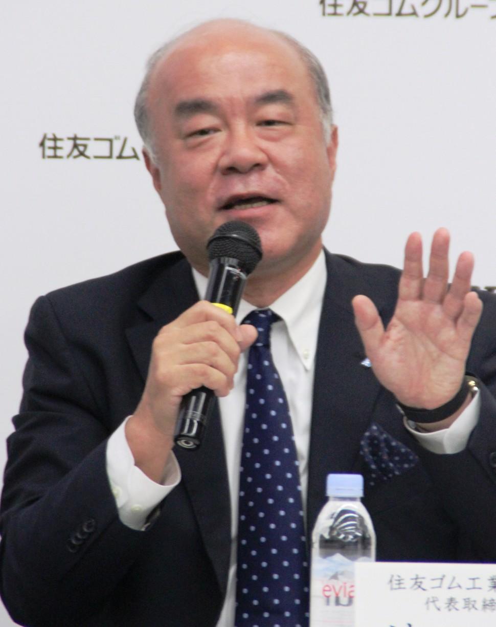 記者の質問に答える池田社長