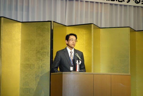 あいさつする日本ゴム協会関西支部の溝口哲郎支部長
