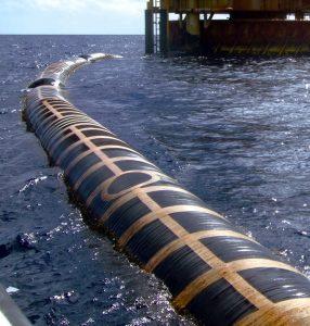 原油荷役に使われるシーフレックス