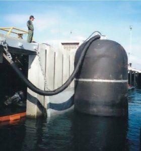 縦型空気式防舷材