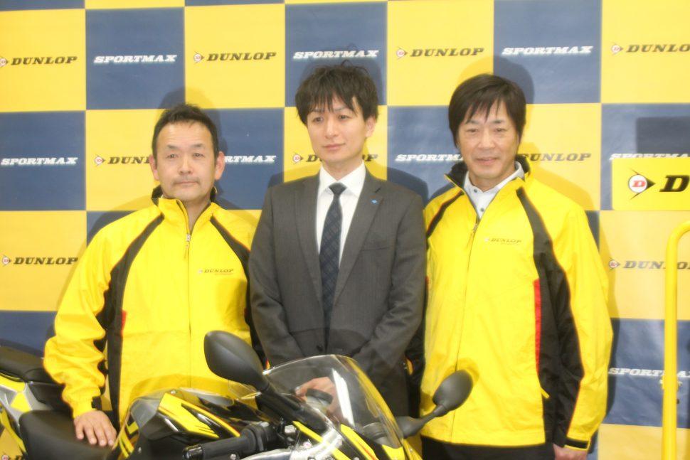 右から元世界耐久選手権王者の北川圭一氏、第二技術部の前田陽平氏、モーターサイクルジャーナリストの八代俊二氏