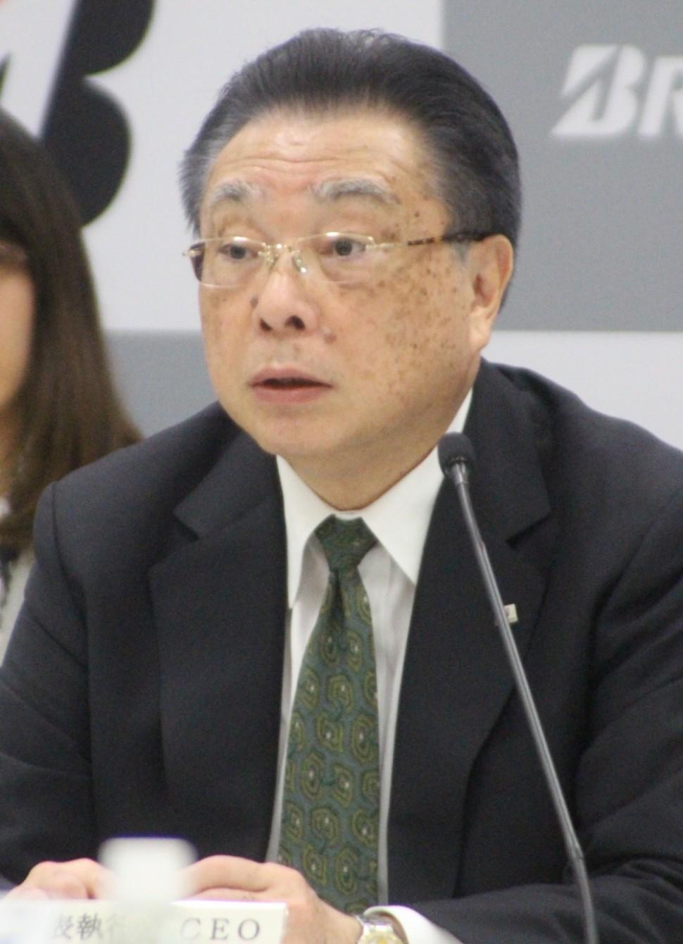 記者の質問に答える津谷CEO