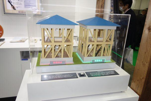 耐震工法と制震工法の違いが分かる模型も使ってTRCダンパーの有効性を説明した
