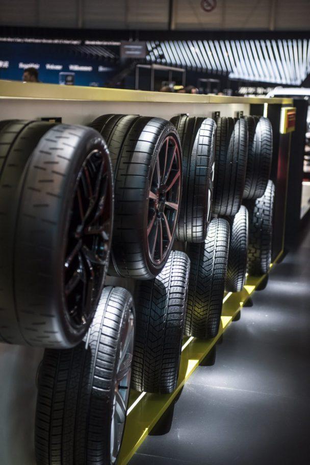 タイヤ展示の様子