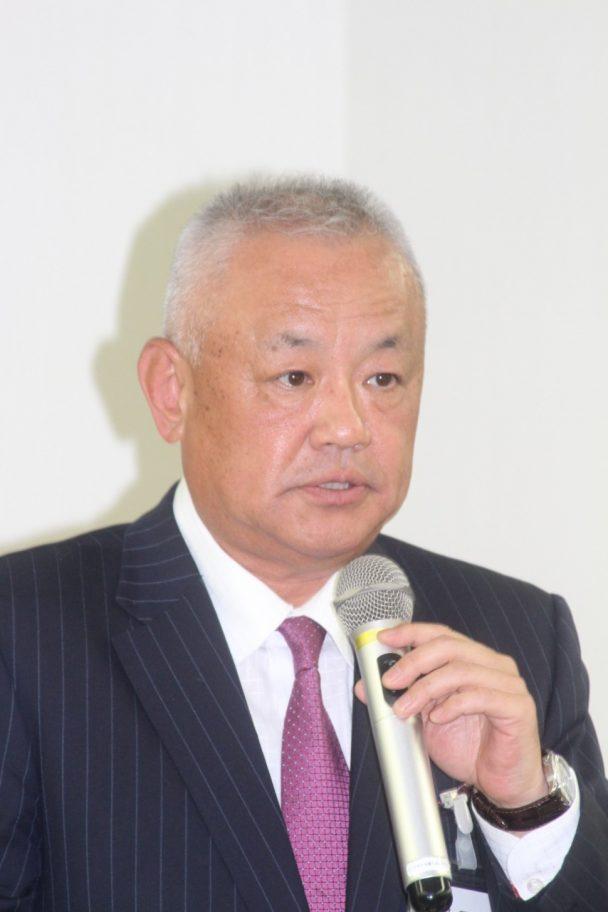メーカーを代表してあいさつしたフォルボ・ジークリング・ジャパン佐藤社長