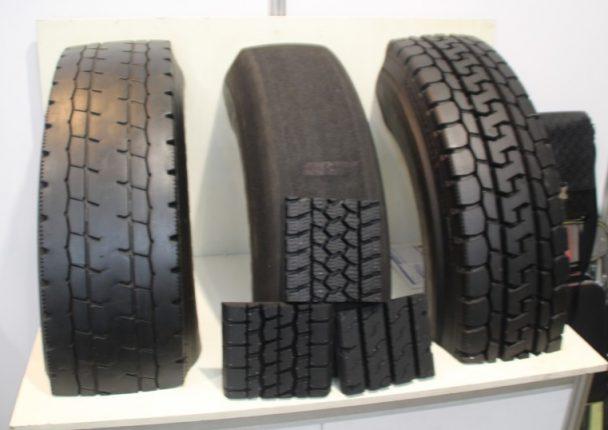 ブースではリトレッドタイヤのカットモデルも展示していた