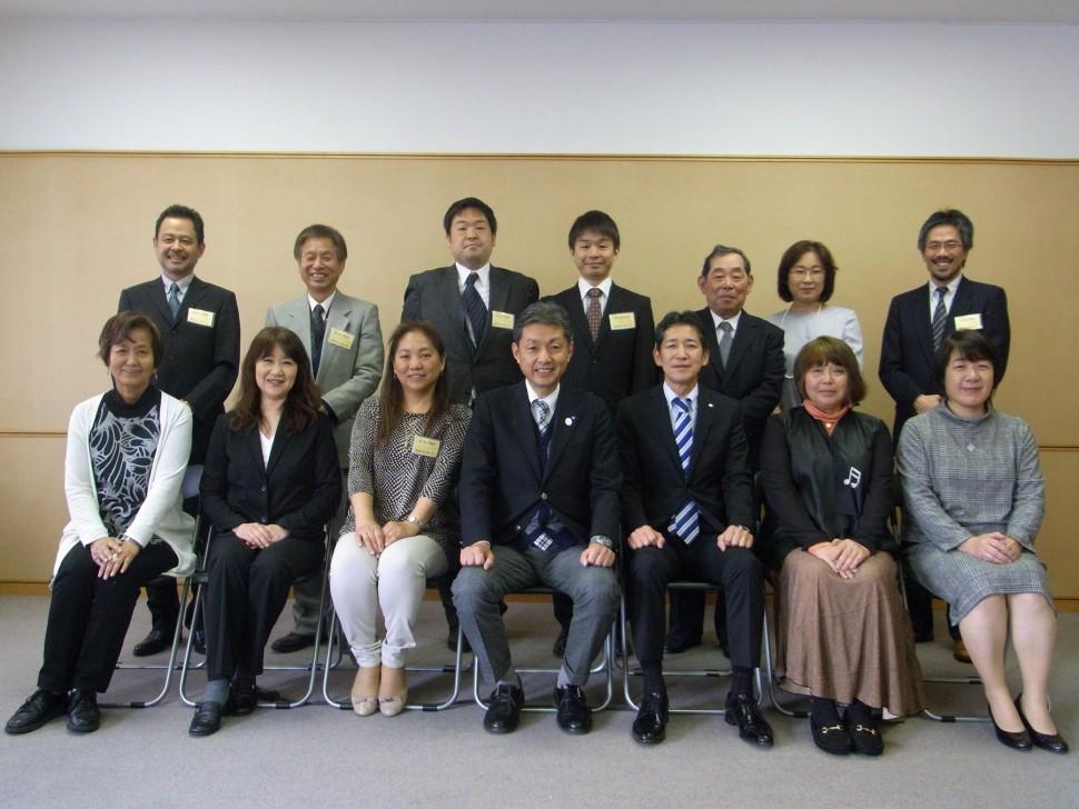 助成先10団体のメンバーとCSR基金運営委員