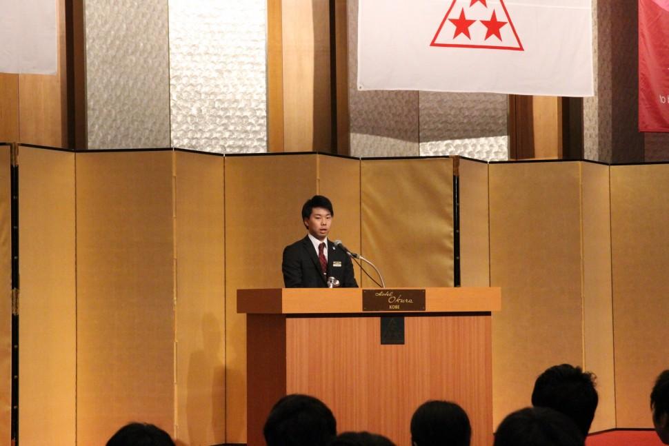 先輩社員を代表してあいさつした大木研斗さん