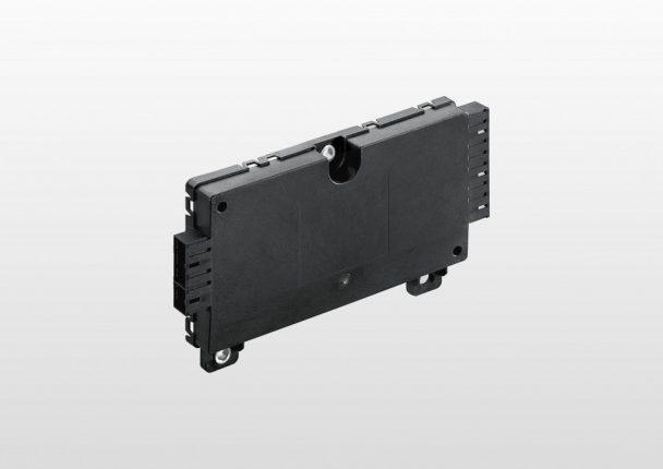 新素材「ポカンAF4130」を使用して製造されたセルモニタユニット(CMU)とバッテリ ーマネジメントユニット(BMU)