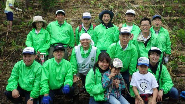 植樹祭に参加した平塚製造所の従業員