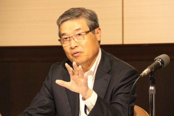 抱負を語る岡野新会長