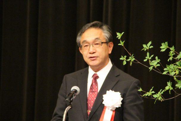 式辞を述べる高田会長